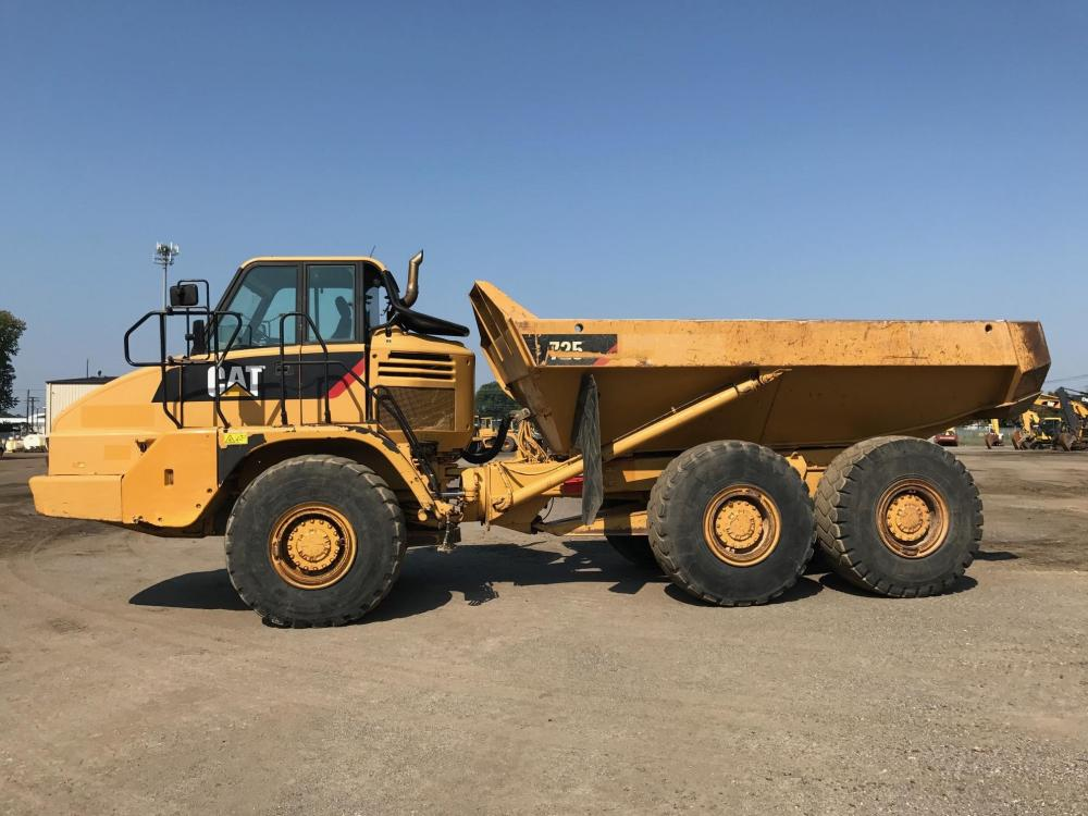 Detail photo of 2008 Caterpillar 725 from Construction Equipment Guide