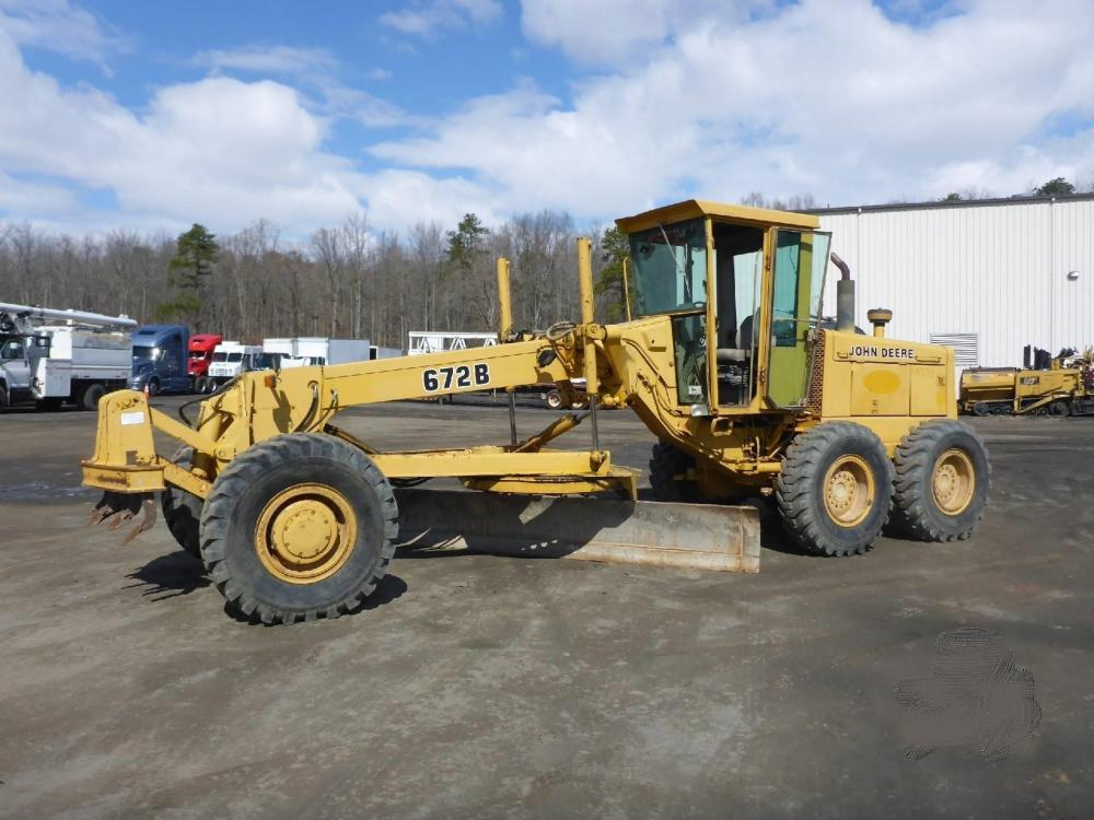 Detail photo of 1997 John Deere 672B from Construction Equipment Guide