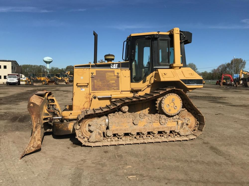 Detail photo of 2002 Caterpillar D6M LGP from Construction Equipment Guide