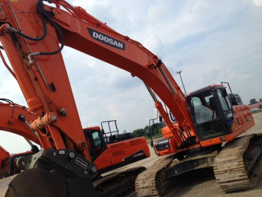 Detail photo of 2014 Doosan DX420LC-3 from Construction Equipment Guide