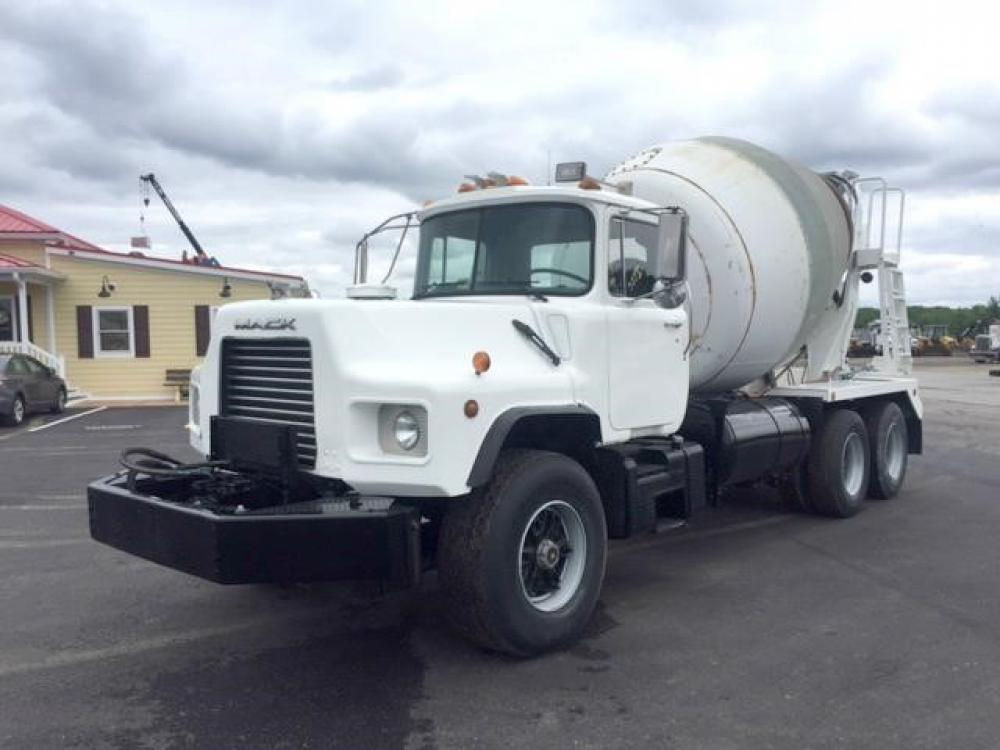 Detail photo of 1993 Mack DM690S from Construction Equipment Guide