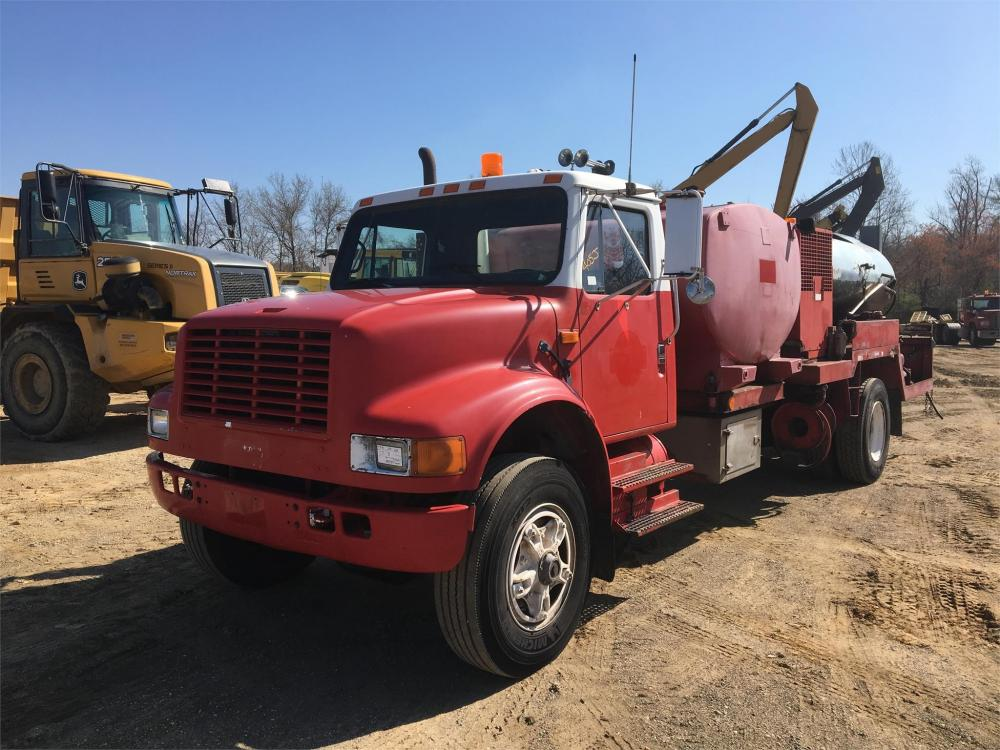 Detail photo of 1990 International 4900 from Construction Equipment Guide