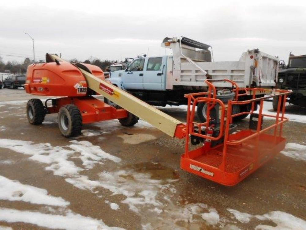 Detail photo of 2012 JLG 400S from Construction Equipment Guide