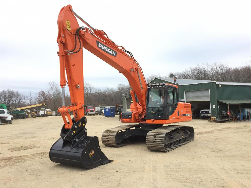 Detail photo of 2017 Doosan DX225LC from Construction Equipment Guide