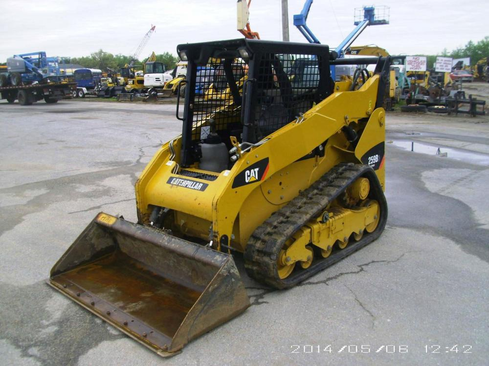Detail photo of 2011 Caterpillar 259B3 from Construction Equipment Guide