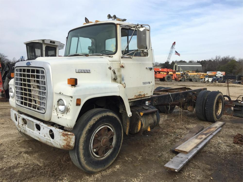 Detail photo of 1987 Ford L8000 from Construction Equipment Guide