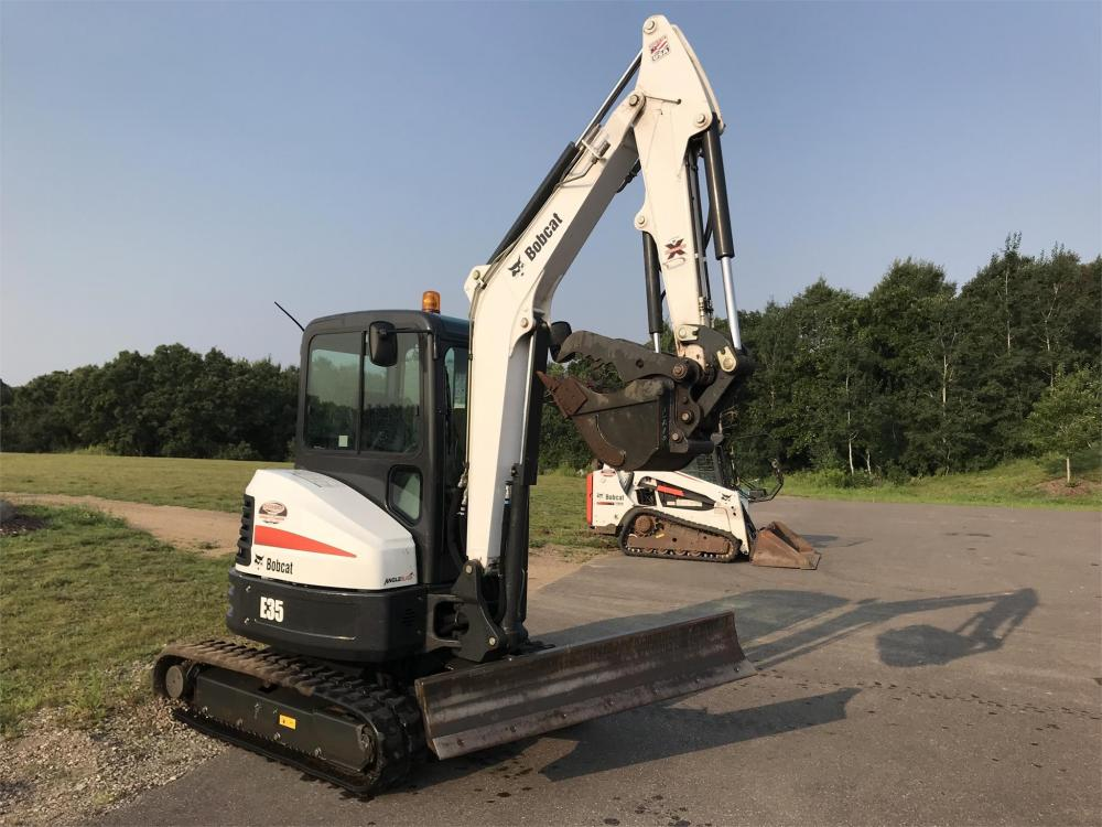 Detail photo of 2016 Bobcat E35 from Construction Equipment Guide