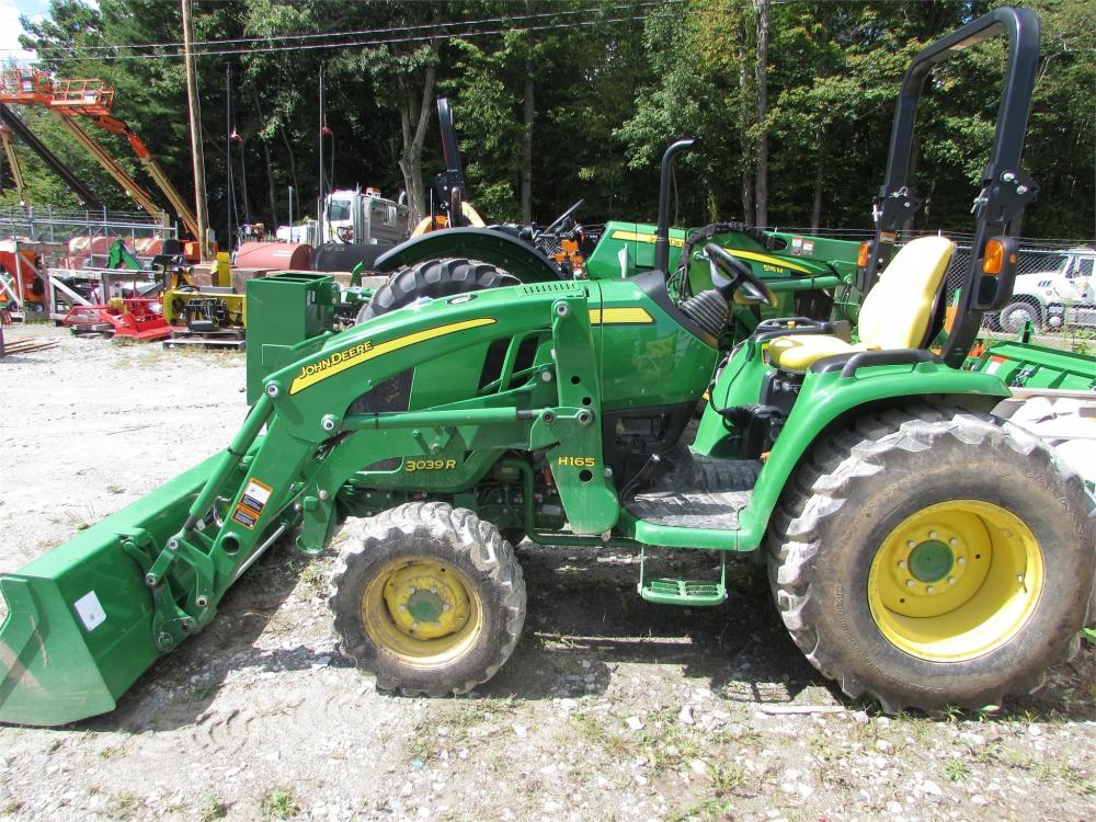 Detail photo of 2016 John Deere 3039R from Construction Equipment Guide