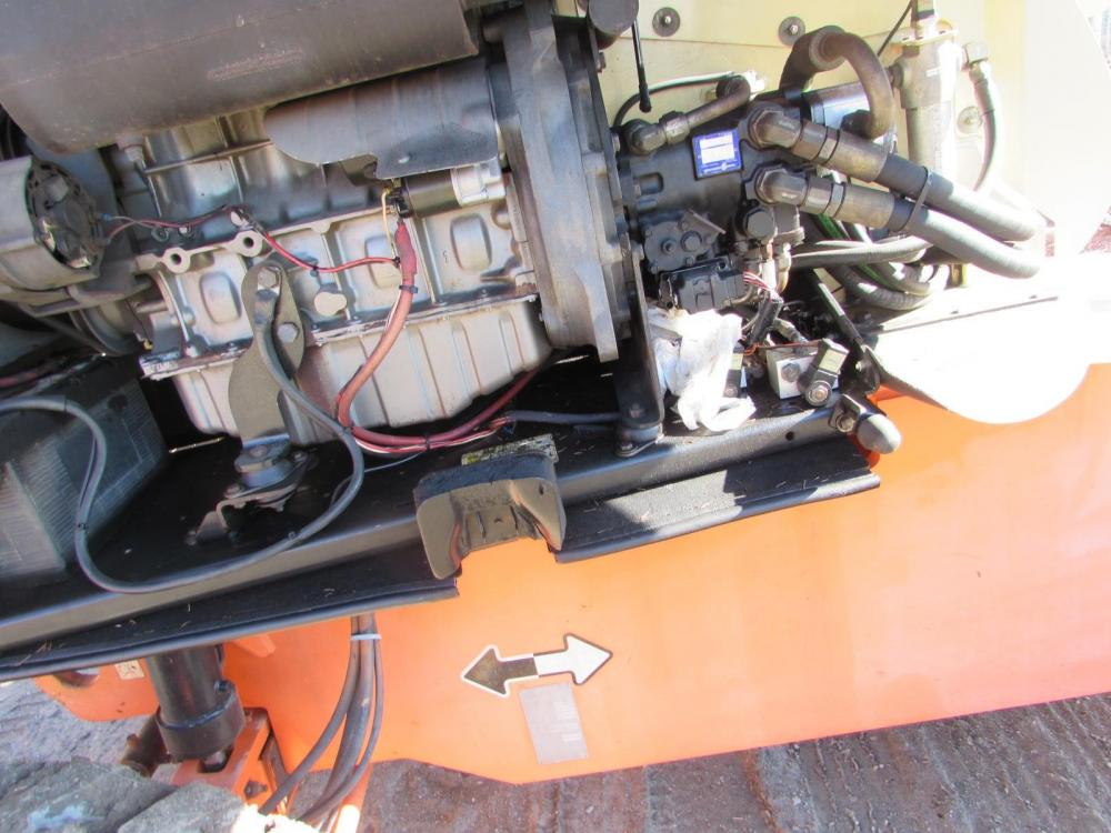 Detail photo of 2001 JLG 660SJ from Construction Equipment Guide