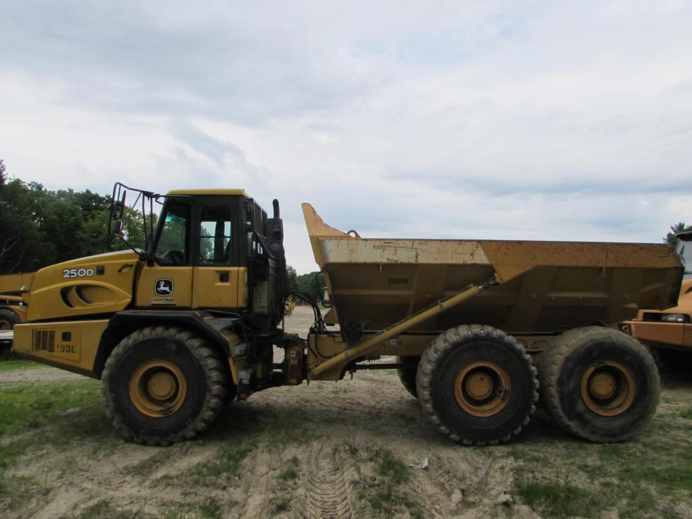 Detail photo of 2006 John Deere 250D from Construction Equipment Guide