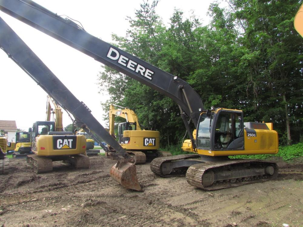 Detail photo of 2011 John Deere 250G LC from Construction Equipment Guide