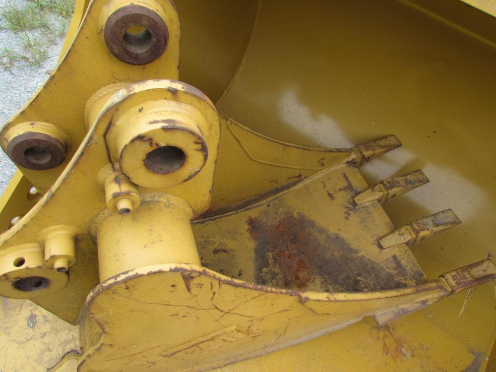 Detail photo of 2016 Caterpillar 2395987 from Construction Equipment Guide