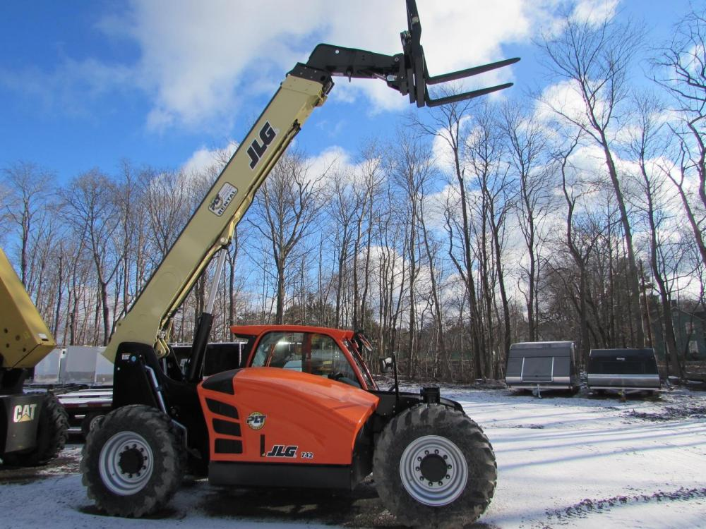 Detail photo of 2019 JLG 742 from Construction Equipment Guide