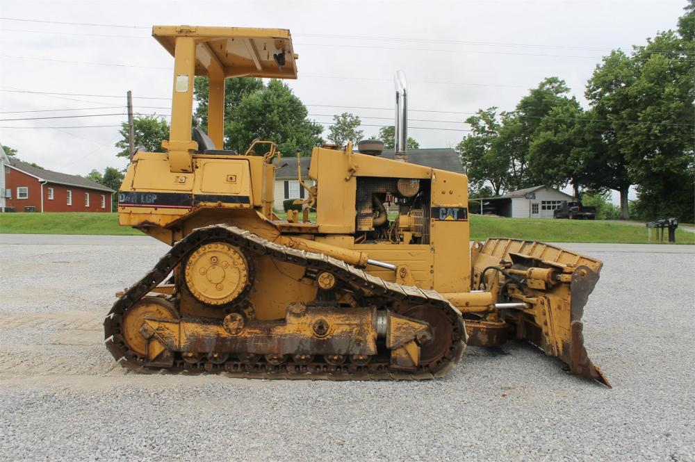 Detail photo of 1986 Caterpillar D4H from Construction Equipment Guide