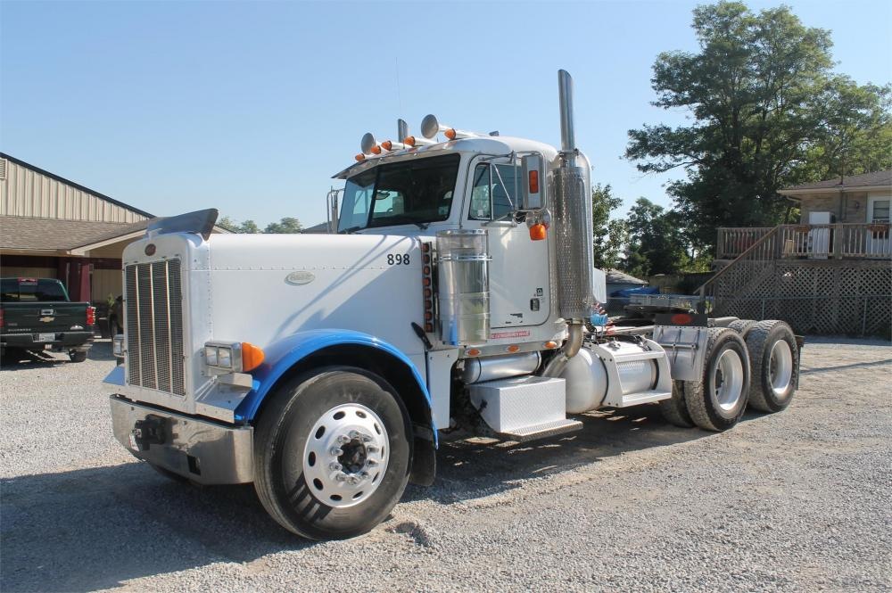 Detail photo of 2004 Peterbilt 359 from Construction Equipment Guide