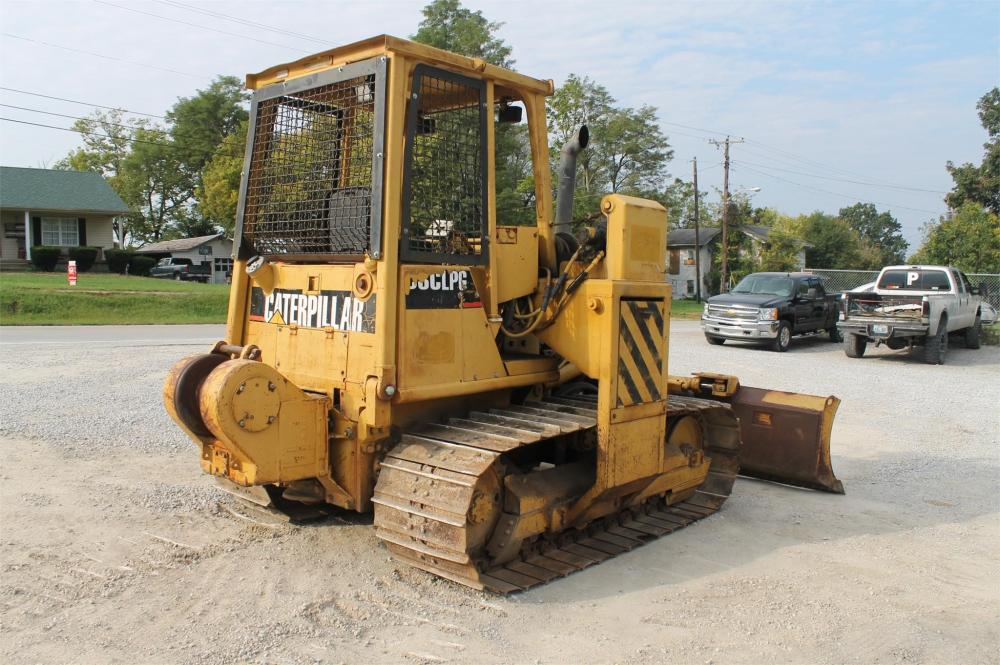 Detail photo of 1993 Caterpillar D3C LGP from Construction Equipment Guide