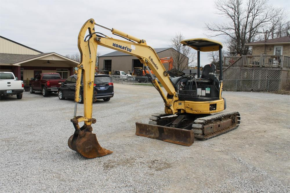 Detail photo of 2005 Komatsu PC35MR-2 from Construction Equipment Guide