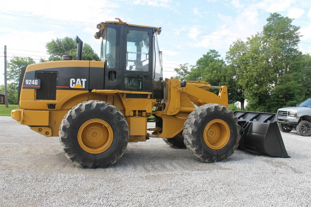 Detail photo of 2001 Caterpillar 924G from Construction Equipment Guide