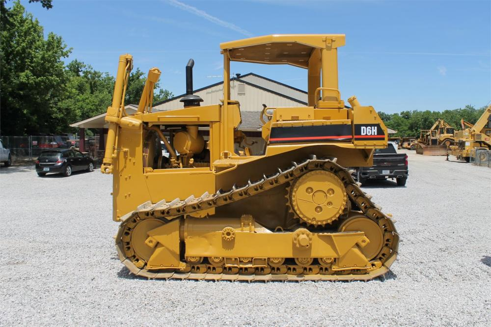 Detail photo of 1987 Caterpillar D6H from Construction Equipment Guide