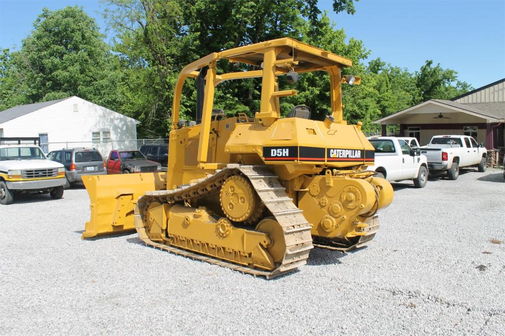Detail photo of 1990 Caterpillar D5H from Construction Equipment Guide