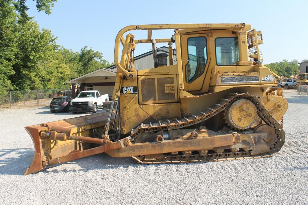 Detail photo of 1992 Caterpillar D6H from Construction Equipment Guide