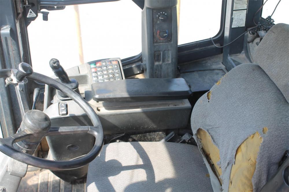 Detail photo of 2012 John Deere 724K from Construction Equipment Guide