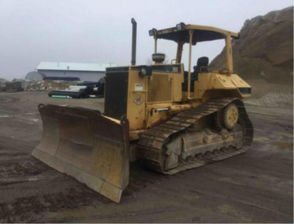 Detail photo of 1996 Caterpillar D6M from Construction Equipment Guide