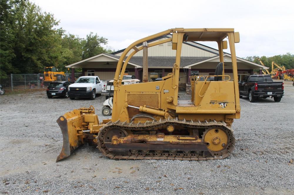 Detail photo of 1989 Caterpillar D4C from Construction Equipment Guide