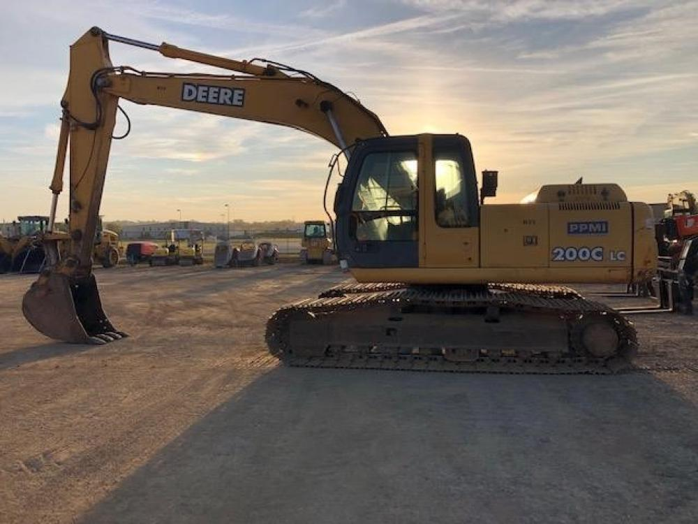 Detail photo of 2005 John Deere 200C LC from Construction Equipment Guide