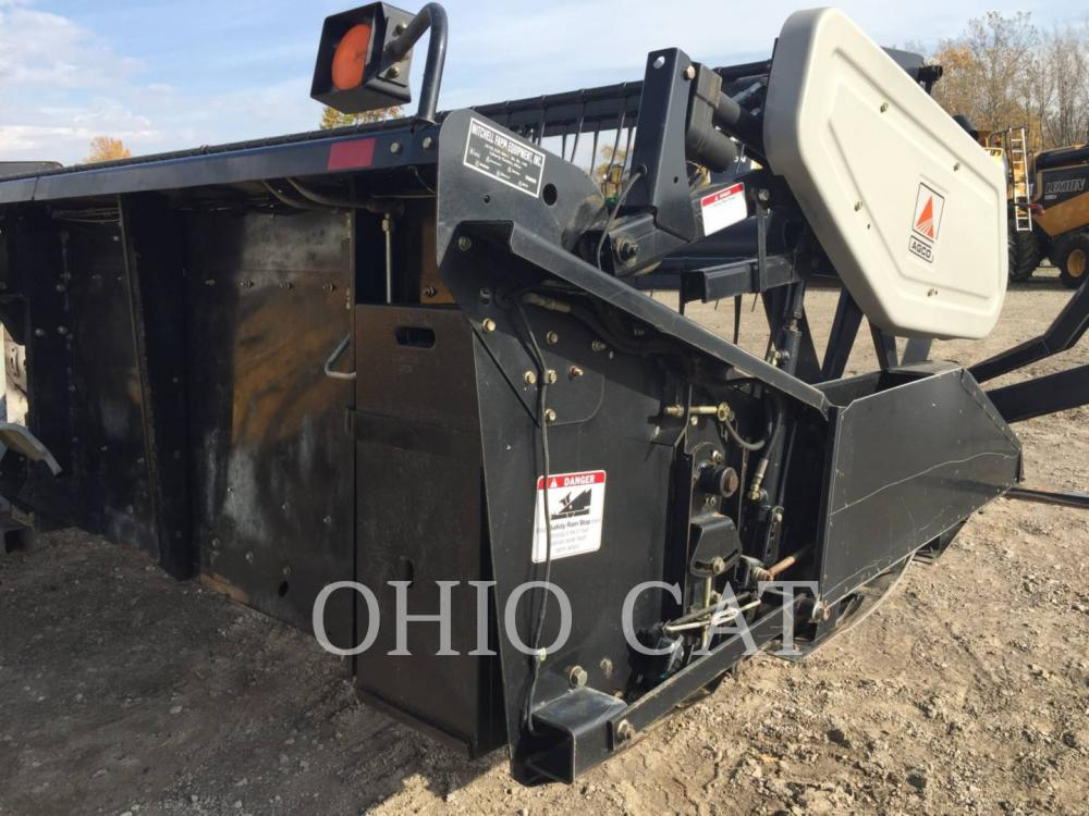 Detail photo of 2001 Gleaner 800 from Construction Equipment Guide