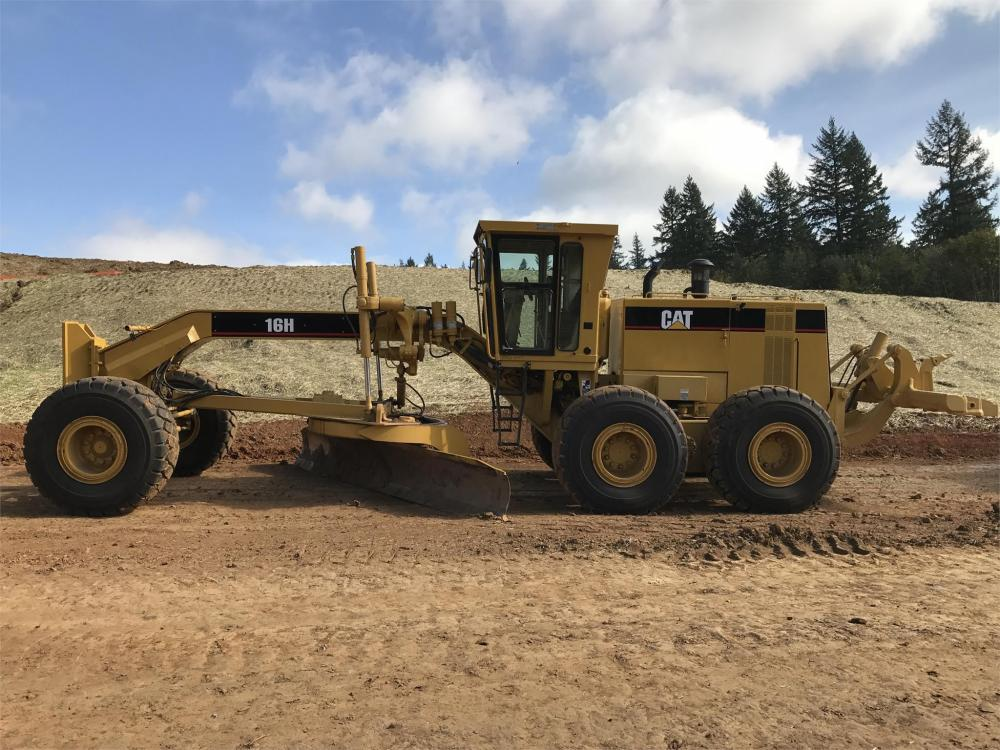 Detail photo of 1998 Caterpillar 16H from Construction Equipment Guide