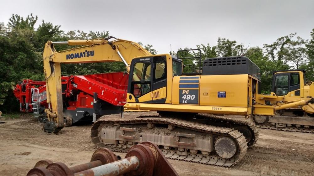 Detail photo of 2014 Komatsu PC490LC-10 from Construction Equipment Guide