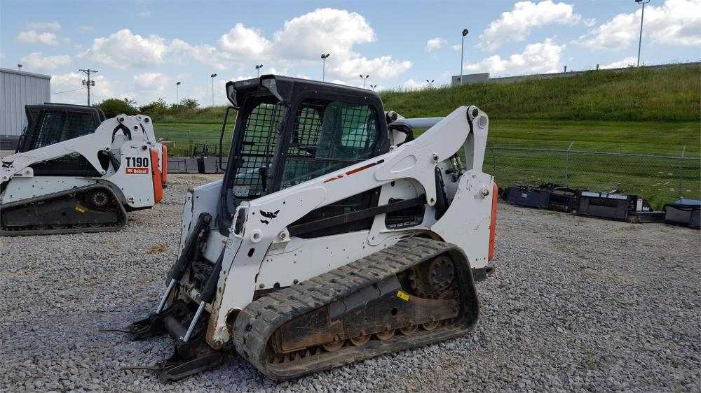 Detail photo of 2013 Bobcat T750 from Construction Equipment Guide