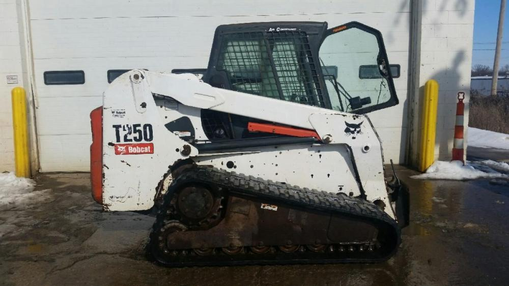 Detail photo of 2006 Bobcat T250 from Construction Equipment Guide