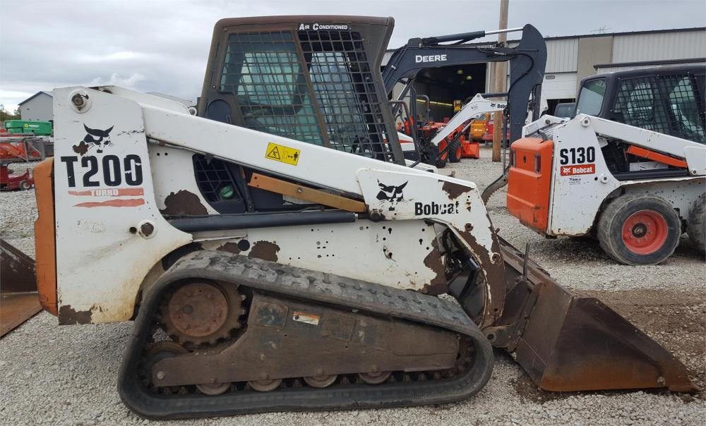 Detail photo of 2001 Bobcat T200 from Construction Equipment Guide
