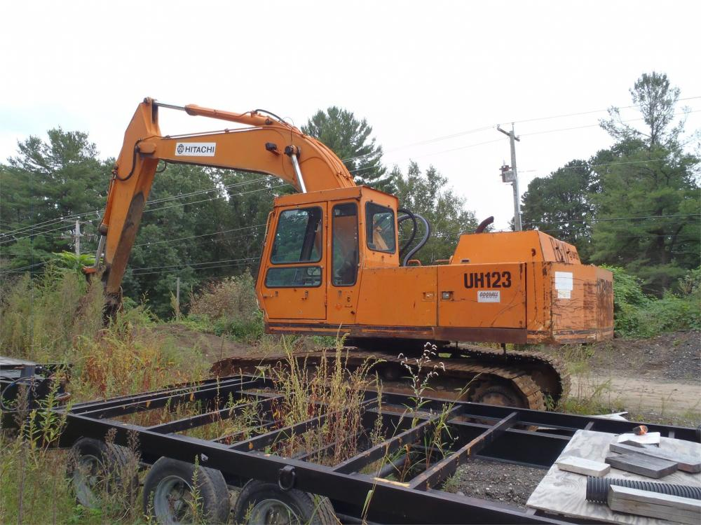 Detail photo of  Hitachi UH123 from Construction Equipment Guide