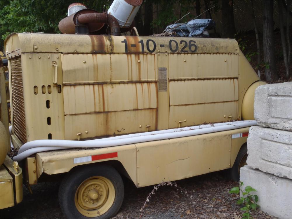 Detail photo of  Ingersoll Rand 900 CFM from Construction Equipment Guide