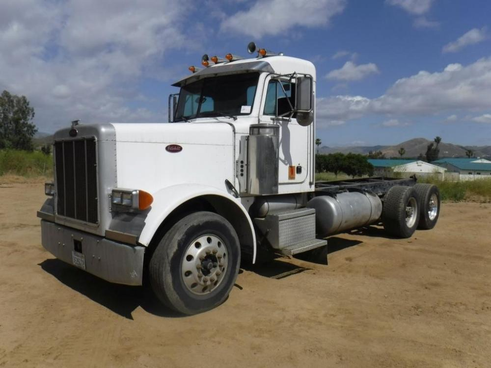 Detail photo of 2001 Peterbilt 379 from Construction Equipment Guide