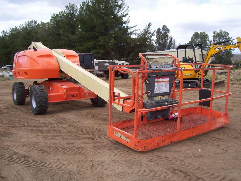 Detail photo of 2004 JLG 400S from Construction Equipment Guide