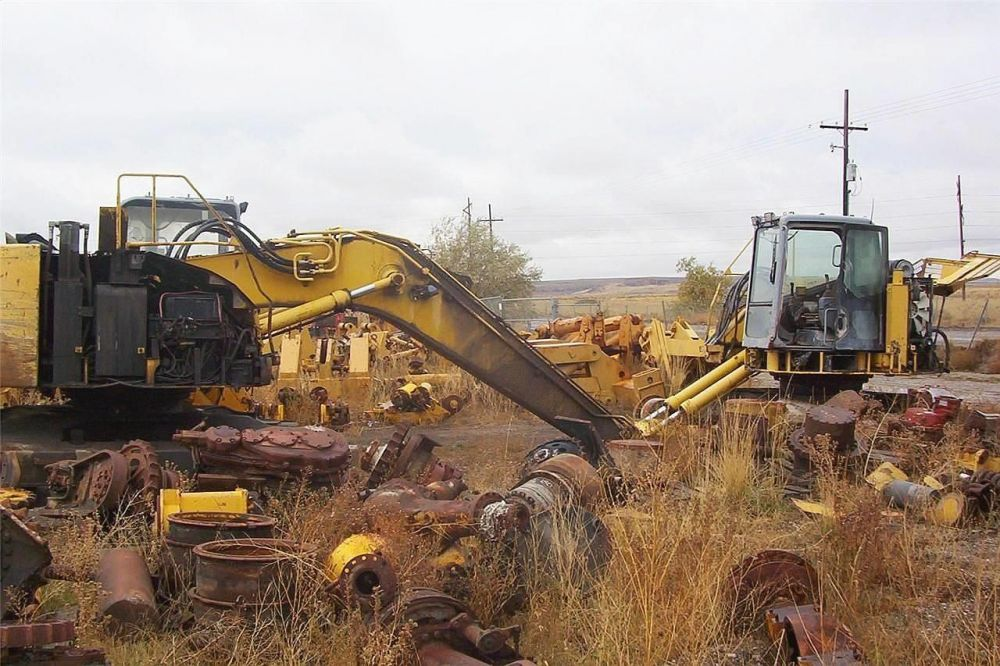 Detail photo of  Komatsu PC228USLC-2 from Construction Equipment Guide