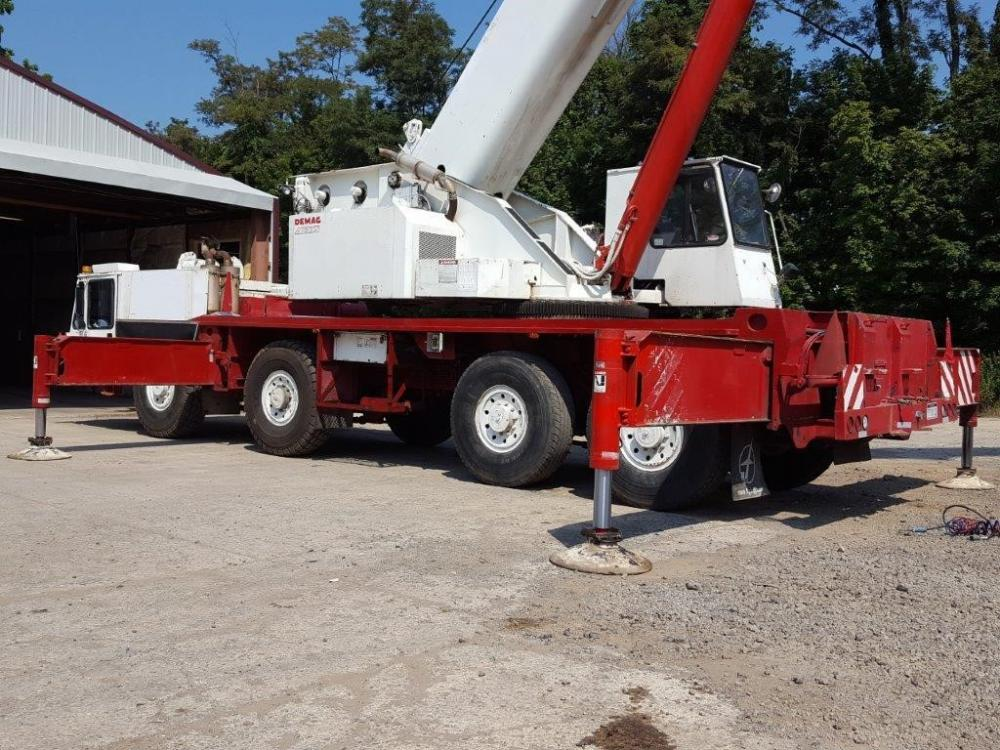 Detail photo of 1990 Demag AC335 from Construction Equipment Guide