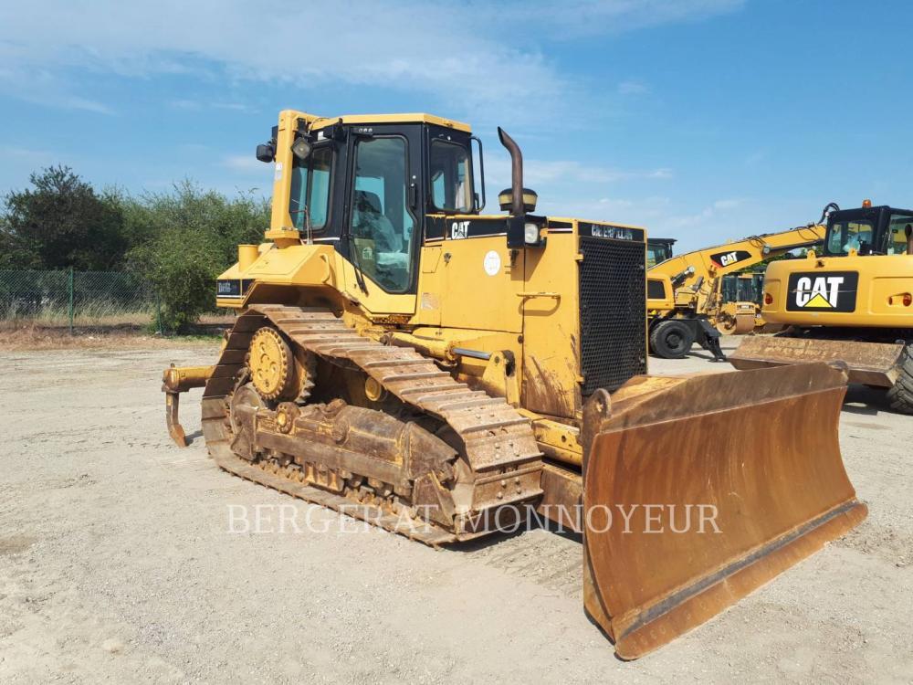 Detail photo of 2002 Caterpillar D6M XL from Construction Equipment Guide