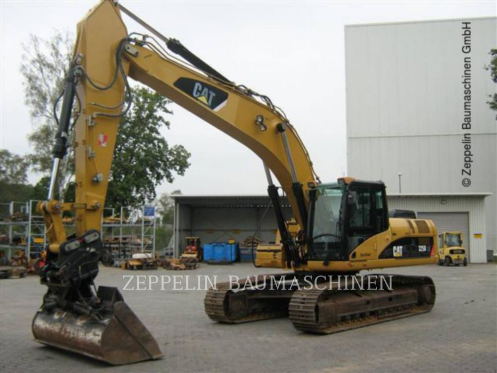 Detail photo of 2009 Caterpillar 325D from Construction Equipment Guide