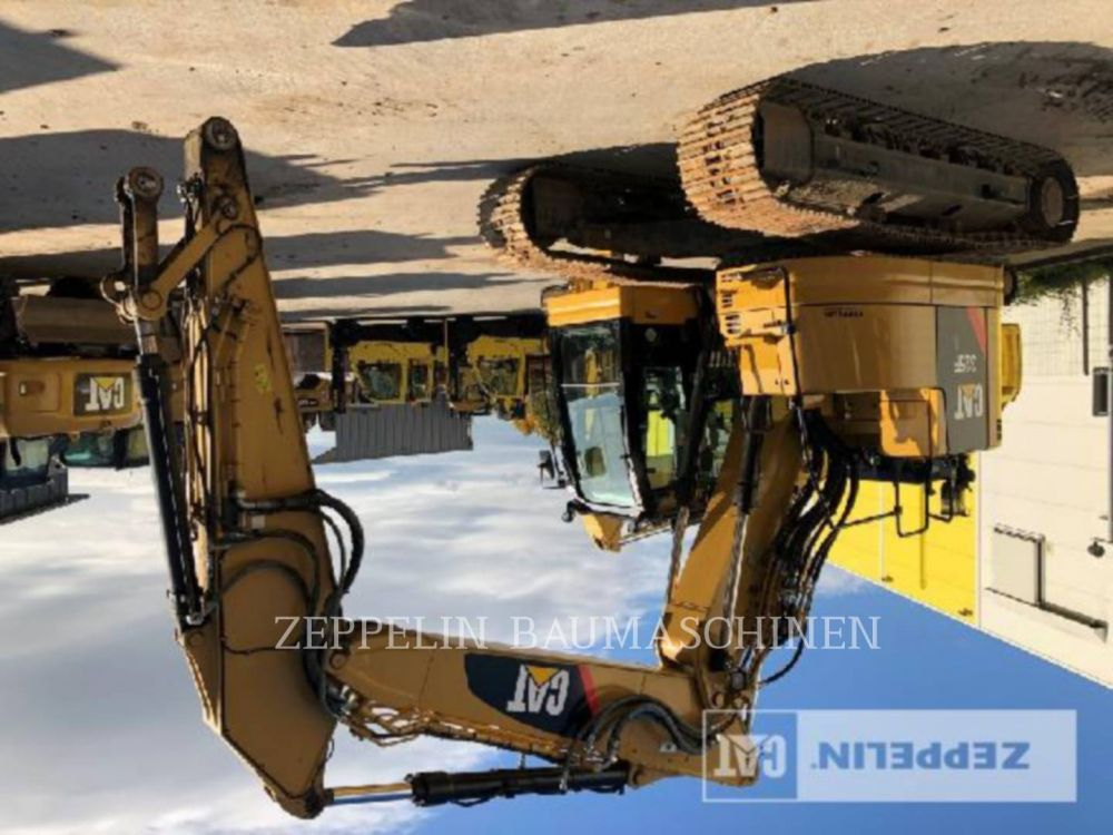Detail photo of 2017 Caterpillar 325LF from Construction Equipment Guide