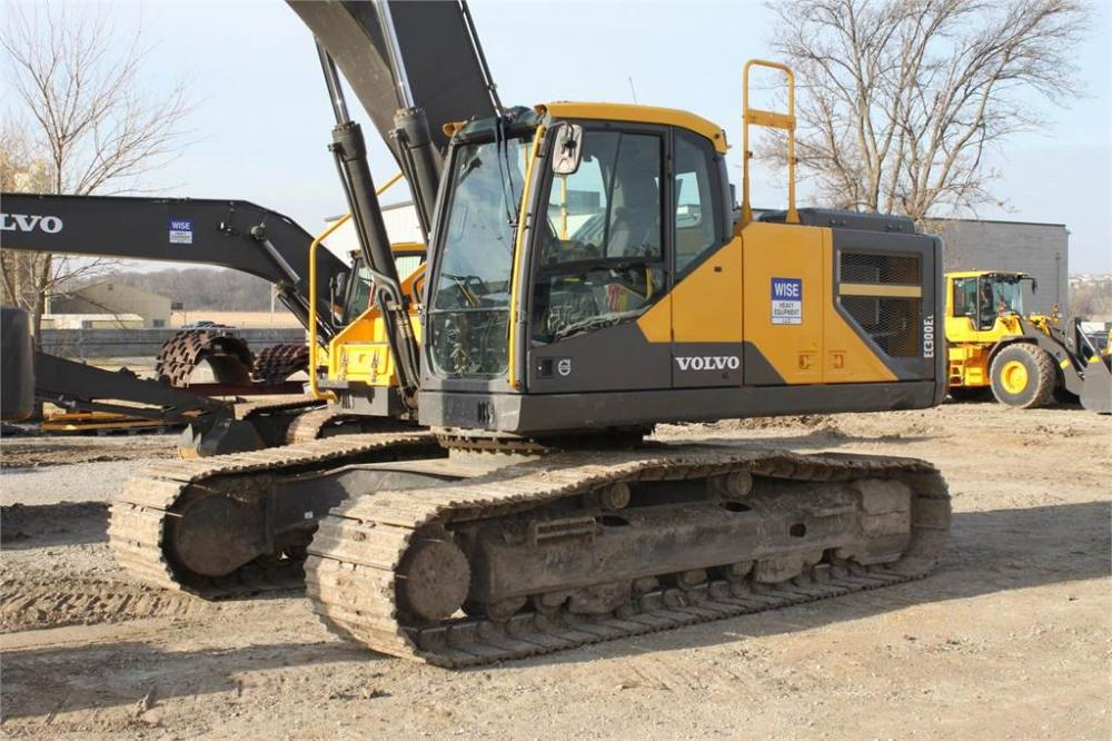 Detail photo of 2015 Volvo EC300EL from Construction Equipment Guide