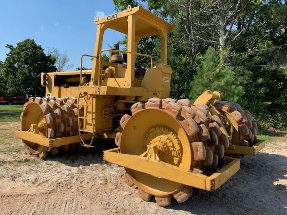 Detail photo of 1971 Caterpillar 825B from Construction Equipment Guide
