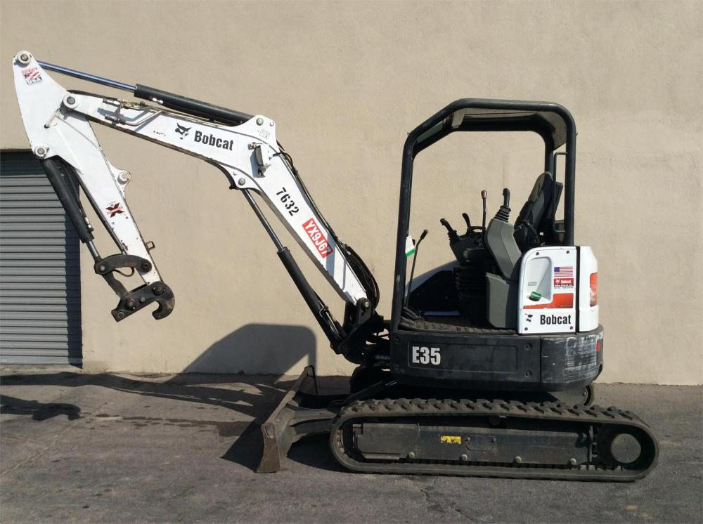 Detail photo of 2013 Bobcat E35 from Construction Equipment Guide