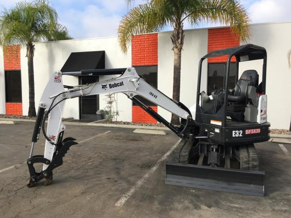 Detail photo of 2016 Bobcat E32 from Construction Equipment Guide