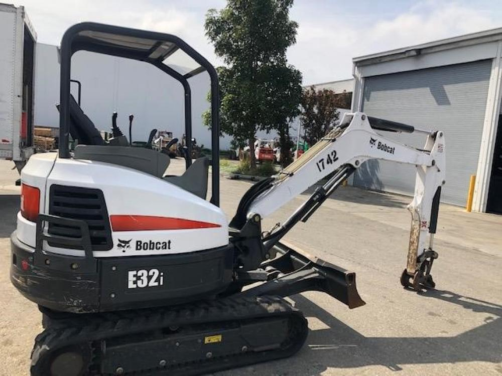 Detail photo of 2014 Bobcat E32I from Construction Equipment Guide