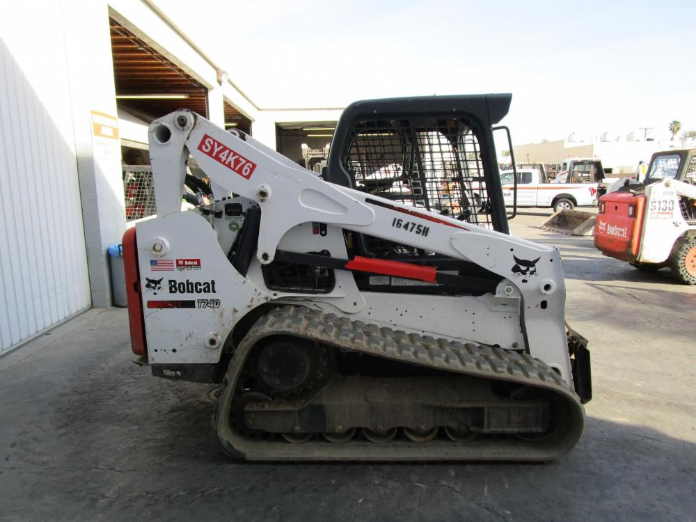 Detail photo of 2016 Bobcat T740 from Construction Equipment Guide